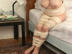 Hopping rope mummy MILF