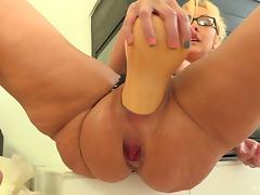 Big glass bottle and thick vegetables stretching her milf pussy tube porn video