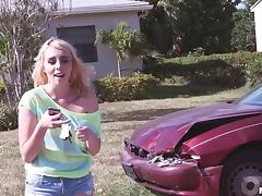 Stranded blonde teen girl is willing to fuck for a car ride porn tube video