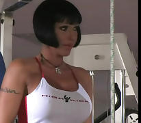 Sporty Mom gets sandwiched. Pussy piercing porn tube video