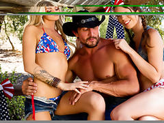 Jade Nile, Jessa Rhodes & Tommy Gunn  in 4th of July Cock Ride