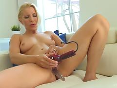 She uses her vibrator on her pussy while her man kisses her porn tube video