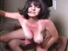 il prend sa femme dans la cage d'escalier tube porn video