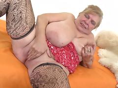 There aren't many cougars who can masturbate so well like Darla! porn tube video