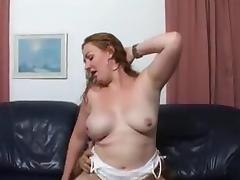 Naomi helpt Mocro een handje tube porn video