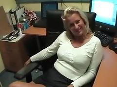 Blonde bazin neukt stagiair