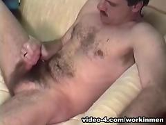 Amateur Mature Man Mike Jacks Off and Cums - WorkinMenXxx