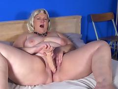 Fat girl with big belly rolls fills her pussy with a dildo