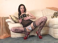 Andra is one of those cougars who still love to masturbate the pussy!