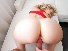 Blonde shows off her flexibility getting fucked in different positions porn tube video