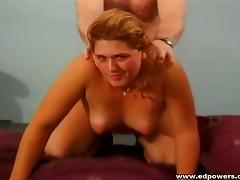 Luscious amateur chick manages to handle her first anal penetration