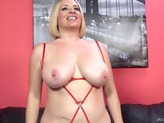 Stunning experienced blonde shows off her cock sucking skills