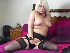 Blonde MILF stabs her pussy with her favorite dildo