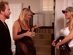 Gorgeous pair of blondes give the lucky give their sweet pussies