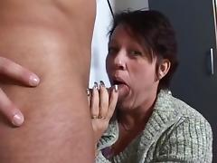 Schoonmoeder krijgt een leuk verzetje