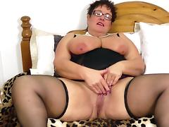 BBW MILF Honey makes her pussy so wet it drips when she cums tube porn video