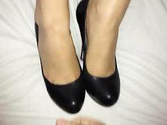 Shoejob and cum on her high heel pumps porn tube video