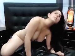 Brunette Ginna_x plays with a vibrator