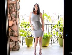 Skintight dress makes those big natural titties look great porn tube video