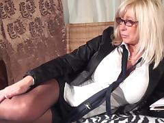Blonde cougar with large tits uses the toy to reach the climax