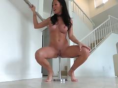 Breathtakingly perfectly body on a milf masturbating solo