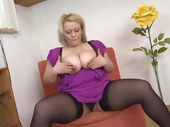 BBW Samantha sucks her dildo while fucking her vibrator