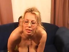 Blonde bijstandsmoeder wil graag neuken porn tube video