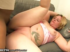 Curvy Cougar gets Black Cock and Armpit Licked porn tube video