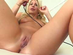 Babe vibrates her clitoris while he toys her cunt