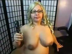 Sexy big grl masturbates hot on cam