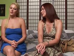Experienced pussy loving woman wastes no time seducing a hot blonde