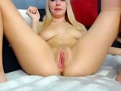 Blonde Kittyskiss shows her pussy