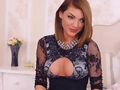 Hot slut get naked and masturbate on cam