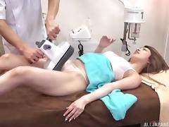 Skilled masseur oils her up and vibrates her lovely pussy porn tube video