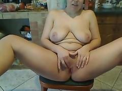 Amateur voluptuous white lady sits on the chair of webcam porn tube video
