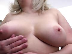 Mature mom with great natural body