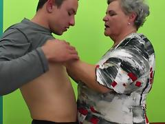 Fat granny spreads her legs for the fit guy to fuck her hard porn tube video