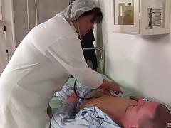 Fat nurse rims the patient and takes him in her pussy porn tube video