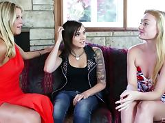 Punk chick leads a lesbian threesome for hot pleasure porn tube video
