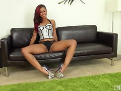 Skin Diamond gets online and shows how she plays with her toy tube porn video