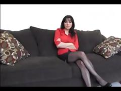 Red shirt woman in basement tube porn video