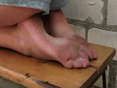 Barefoot tube porn video
