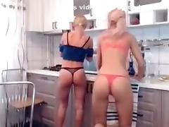 Naughty_bl0nd3s Show from 01 December 2015