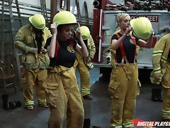 Big cock fireman and a sexy slut screwing in the house