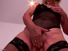 Sexy granny gets rough fisting from cute girl porn tube video