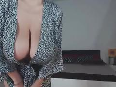 Euro slut shows off Sexy Body