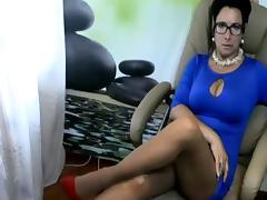 Dominant mature milf in cam porn tube video