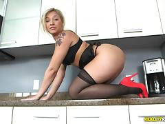 Blonde with a breathtaking bum getting bonked in the kitchen porn tube video