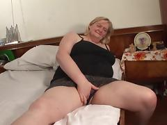It's time for Elze to let the guy finger her beautiful pussy porn tube video