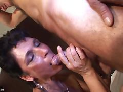 Banging her mature pussy with his old dick in the hotel room porn tube video